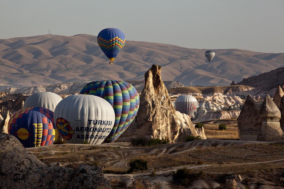 奇幻大地上的幸福熱氣球