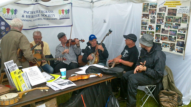 Impromptu jam session at bluegrass society tent