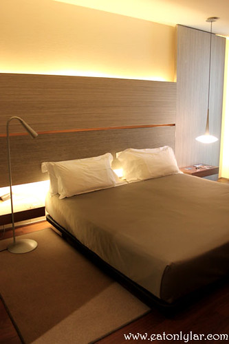 Room, B-Hotel