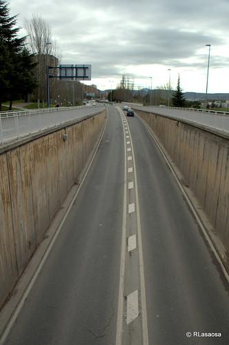 Vista de la calzada de la la Avenida de Navarra desde el paso elevados de la Avenida de Pío XII