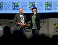 Andy Serkis Greets the Audience (uncle_shoggoth) Tags: andy comics san sandiego diego convention comiccon damon geeky sdcc serkis andyserkis damonlindelof lindelof
