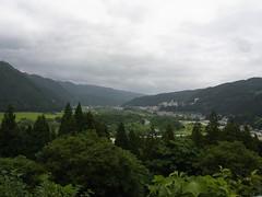 日本こけし館への坂道の途中から鳴子温泉街を望む