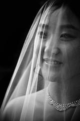 [フリー画像] 人物, 女性, アジア女性, イベント・行事・レジャー, 結婚式, ウエディングドレス, モノクロ写真, 201107290900