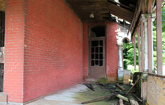 Porch, Hedrick House — Mansfield, Ohio (Pythaglio) Tags: county ohio house abandoned porch mansfield richland collapsing