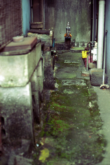 路地奥の井戸