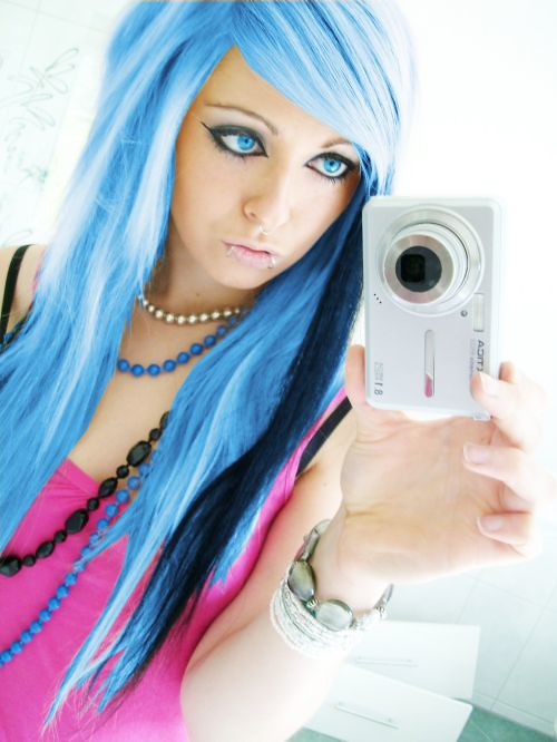 blue emo scene hair style sitemodel bibi barbaric from germany