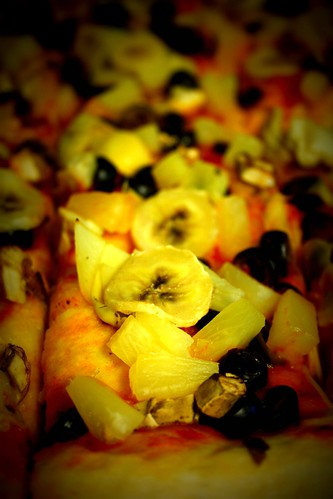 pizza with bananas