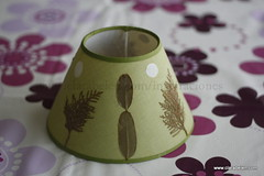 Manualidades con hojas secas_ decorar pantalla de lampara