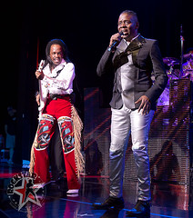 Earth Wind and Fire - DTE Energy Center -Clarkston, MI - June 22, 2011