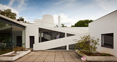 Villa Savoye (Chimay Bleue) Tags: roof architecture modern walking person ramp terrace courtyard architect international villa bauhaus maison savoye corbusier modernist midcentury poissy jeanneret