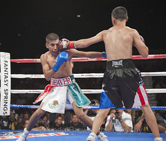 20100701_Randy's Title fight_1540 (Fantasy Springs Resort Casino) Tags: oscar fight victor ring boxing ortiz goldenboy victorortiz delahoya fantasysprings