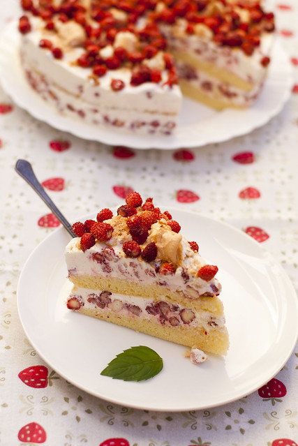 Metsmaasikatort / Wild strawberry cake