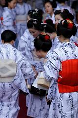 (Tamayura) Tags: japan nikon kyoto maiko geiko gion jul kansai d300 yasaka 2011 70200mmf28gvrii osendo miyabikai 201107050953510