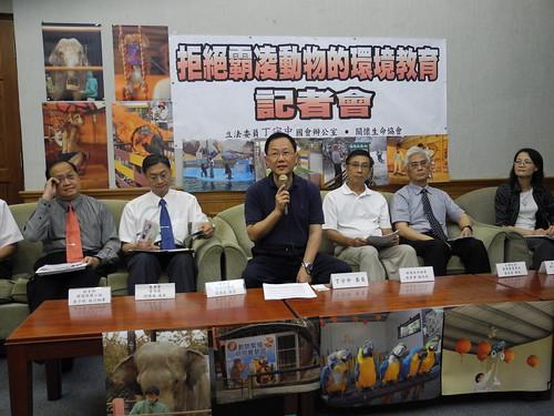 6日由動團召開的記者會,呼籲環教場域認證應兼顧動物權。