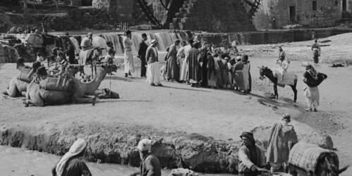 (animated stereo) A busy scene in Hama, detail (c.a. 1920)