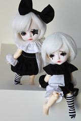 Pierrots (Aya_27) Tags: girls red white black girl yellow toy star bigeyes doll dolls sad mask ns stripes clown lips special lea spike normal tear dollfie limited pierrot mystic dollie latidoll pierrots lulubell lati starbell