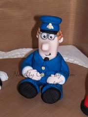 Postman Pat cake topper (Edible Cake Toppers by Gem) Tags: man men cake reindeer with yoda mr guess pat graduation motorbike snowmen jess he pascal eeyore robbie pingu smurfs topper pinga postman cringer