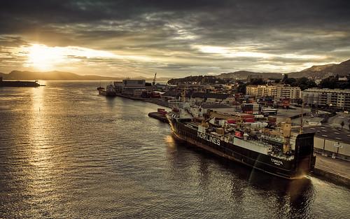フリー写真素材, 乗り物, 船・船舶, 港湾, 夕日・夕焼け・日没, 海, ノルウェー,