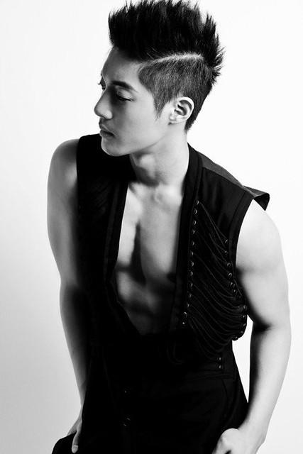 http://kim-hyun-joong.blogspot.com/p/about.html