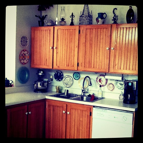 Weekend project No. 3: We gave the kitchen a backsplash.