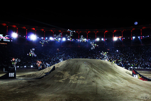 Salto mortal en el Red bull X fighters 2011