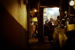 115 (JonathanPuntervold) Tags: urban japan canon tokyo shinjuku jonathan mark photoblog ii 5d 東京 40mm 新宿 voigtländer yokocho f20 omoide 思い出横町 ultron フォクトレンダー puntervold jonathanpuntervold