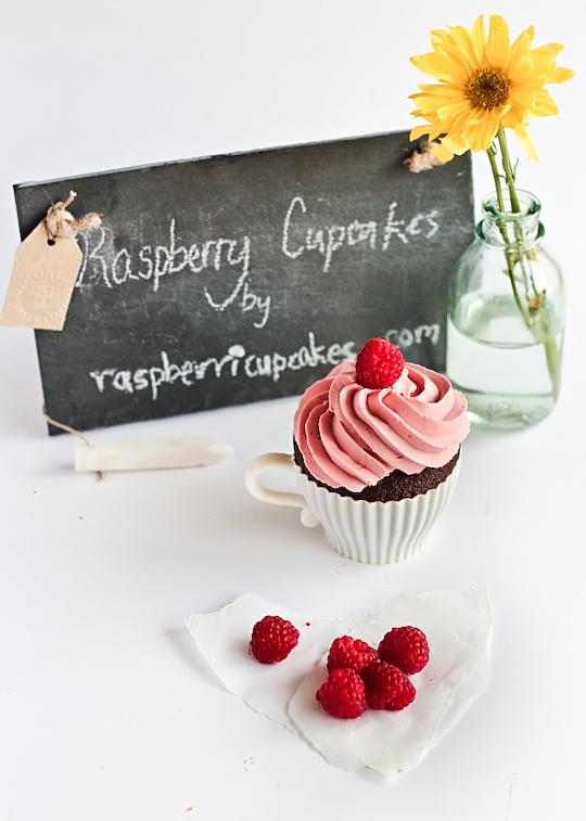 raspberry_devil_cupcakes