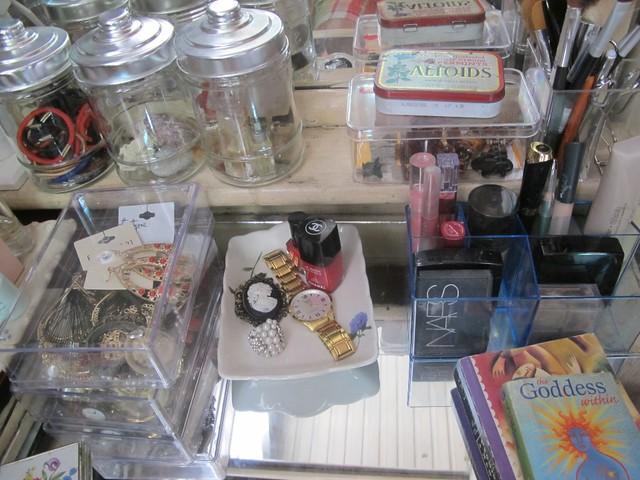 Organizing Vanity Dresser (70)