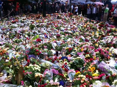 Blommor utanför Oslo Domkyrka