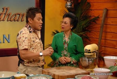 Sajian Ramadan Bersama Chef Wan setiap Isnin hingga Khamis mulai 1 Ogos 2011 jam 10.00 pagi di TV2.