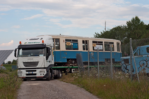 Der Beiwagen 3404 verlässt das Gelände