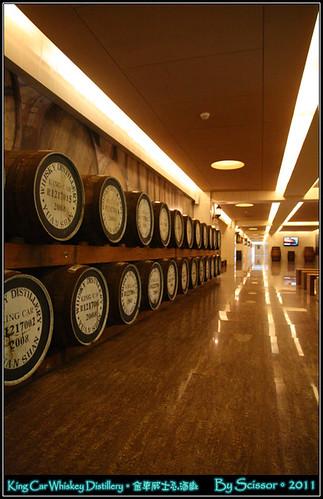 蒸餾一場內部陳列橡木桶