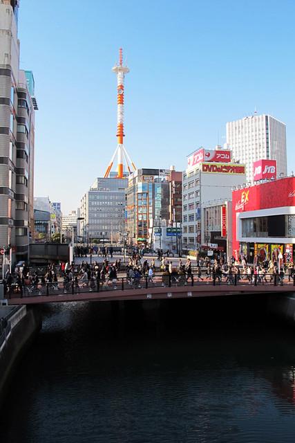 110313_153724_横浜_地震爪痕