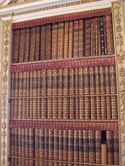 Holkham Hall - the rooms inside - The Librarie...