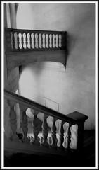 Escalinata (Roberto Lazo) Tags: city blackandwhite bw art composition spain arquitectura ciudad granada arco palacio contrastes composicin simetra artstica