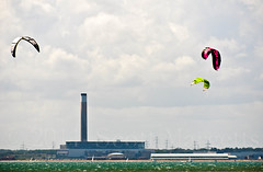 _SMM2674 (SM Photo) Tags: sea kite sport surf power surfing solent oil sail refinery gosport fawley