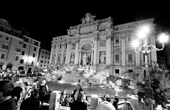 the usual nightly mess at Fontana di Trevi (*magma*) Tags: street people night gente bn trevi di piazza fontana notte crowdy affollato