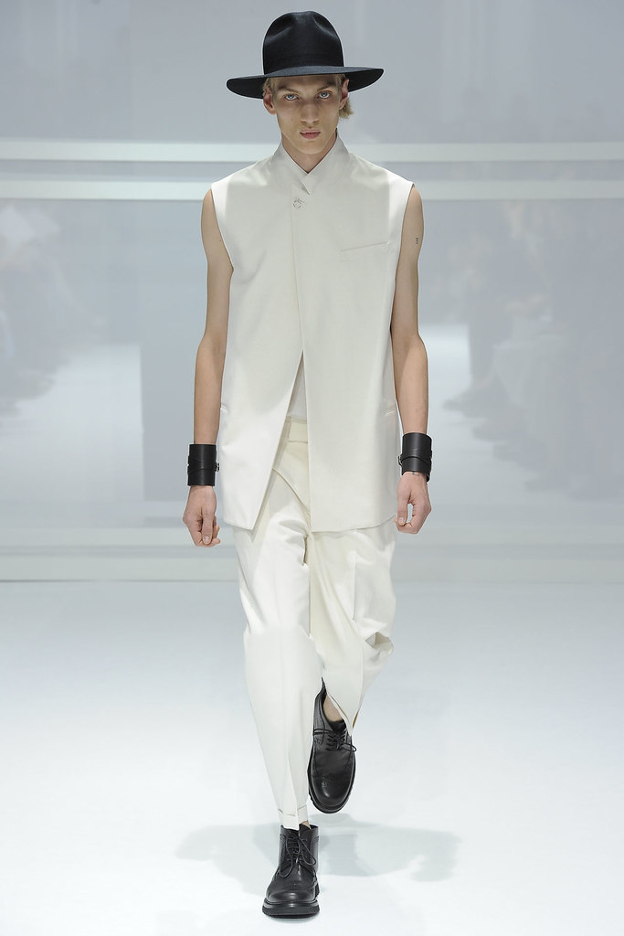 SS12 Paris Dior Homme003_Paul Boche(VOGUEcom)
