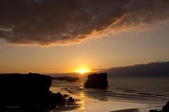 Justo al llegar -- Just in time   [Explored - Jul 1, 2011] (Ahio) Tags: longexposure sunset sea sky sun seascape beach clouds reflections waves explore lee slowshutter llanes neutraldensity cantabricsea smcpentaxda1224mmf40edalif pentaxk5
