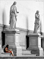 Reading a classic (Arunte) Tags: people bw italy florence nikon italia colours bn firenze marcofrancini arunte marcofranciniphotography