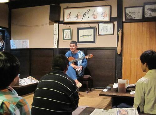 曲の説明をする柴田杏里氏 2011.7.9 by Poran111