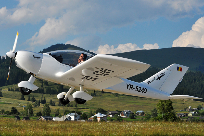 Suceava, Vatra Dornei - Aerodromul Floreni (LRFL) - Pagina 6 5919747036_9e850508b4_o