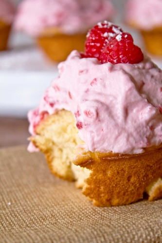 raspberrycreamcupcakes5