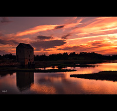 A sunset to remember (EddyB) Tags: sunset house france clouds landscape atardecer casa reflex nikon europa europe paisaje reflected nubes reflejo francia warmcolours eddyb saintsuliac reflejado frenchbrittany nohdr bretaafrancesa ltytr1 cielorojizo d300s
