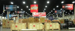 LEGO Comic-Con Set Up (Creatacor) Tags: custom exhibt creatacor