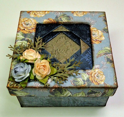 Friends-quited-gift-box