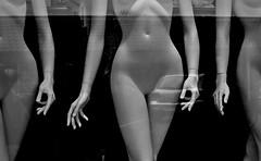 Loose hands (Jens Rost) Tags: mannequin female vrouw femenino manekin  maniqu  manken   weiblich femelle    nainen kobieta femmina  kvinde kadn indossatrice dscn2600  mannequindukke mannekiini