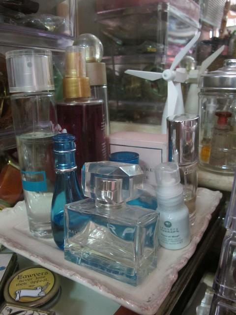 Organizing Vanity Dresser (19)