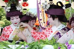 Komachi Girls   ---Float Parade--- (Teruhide Tomori) Tags: japan dance kyoto performance maiko geiko 京都 日本 odori yasakashrine 八坂神社 gionmatsuri 祇園祭 花笠巡行 芸妓 舞妓 祇園東 gionmatsurifestival 小町踊 komachiodori