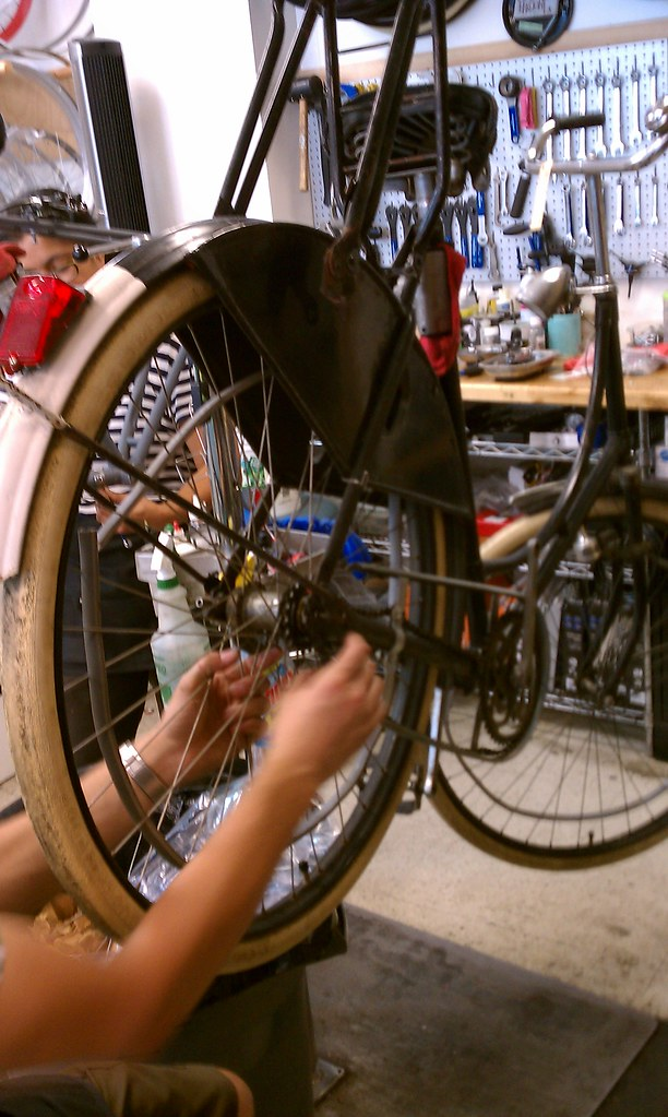 Installing a Sturmey Archer 3-speed hub on an old Gazelle omafiets at Flying Pigeon LA